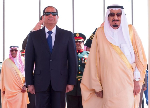 Egyptian-President-Abdel-Fattah-al-Sisi-was-greeted-in-Riyadh-by-King-Salman-bin-Abdulaziz-on-March-1-2015-SPA-620x446