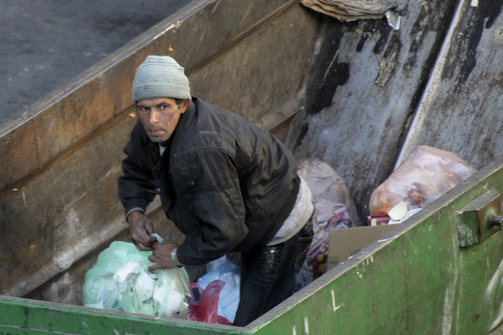 A man searches through trash in a garbage container in the center of Jerusalem. December 21, 2009. Photo by Nati Shohat/Flash90 *** Local Caption *** òðé