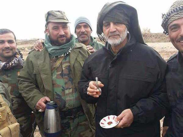 here-are-photos-of-irans-military-mastermind-drinking-tea-on-the-front-lines-of-the-war-against-isis
