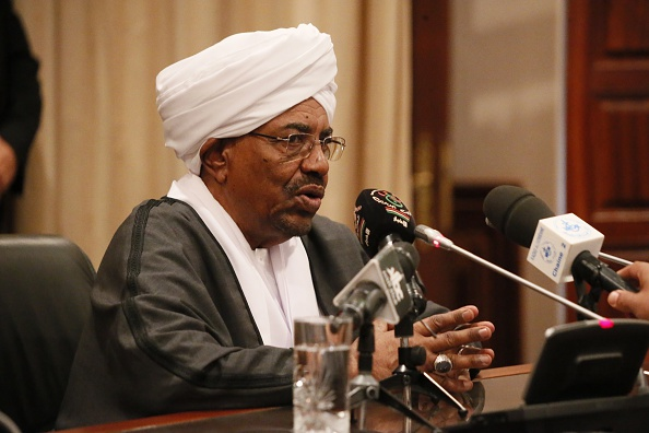 ALGIER, ALGERIA - OCTOBER 13: Sudanese President Omar al-Bashir speaks during a press conference at Houari Boumediene Airport before departing for Sudan on October 13, 2015 in Algiers, Algeria. (Photo by Bechir Ramzy/Anadolu Agency/Getty Images)