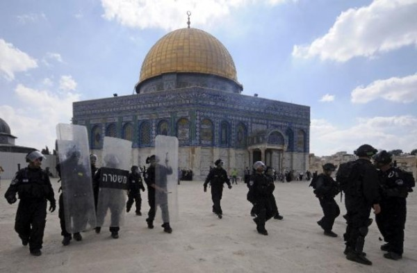 Clashes-break-out-as-Israelis-storm-al-Aqsa-compound-600x393