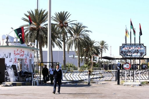 afp_tunisialibya_border_reopens_after_violent_protest