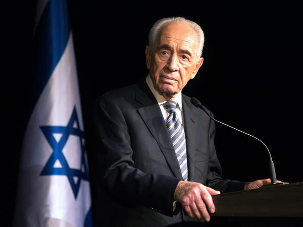 Israeli President Shimon Peres addresses members of the Foreign Press Association during a visit in the southern Israeli town of Sderot, in July 2014 following the Palestinian rocket attacks on the city.
