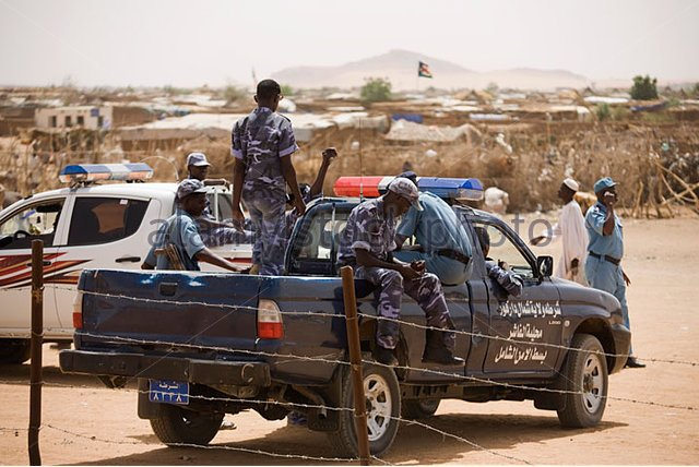 sudanese-police-stand-guard-in-the-4-sq-km-abu-shouk-refugee-camp-bbwe85