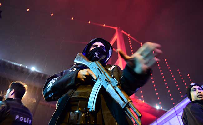 turkish-police-istanbul-nightclub-attack_650x400_81483239022