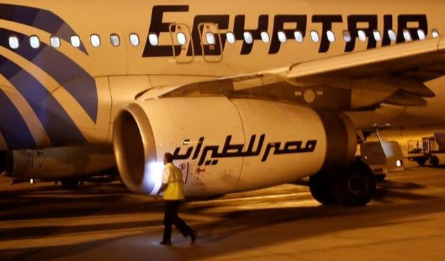 A security airport checks an Egyptair plane after arrival from Cairo to Luxor International Airport, Egypt May 19, 2016. REUTERS/Amr Abdallah Dalsh