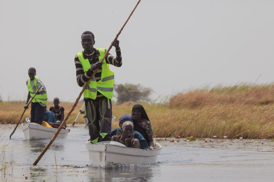 Oxfam canoes transporting vulnerable people who could not make it by themselves to the mainland for the WFP biometric food registration. The UN announced an emergency food situation level 4 in Panyijiar County on 20th February 2017.
