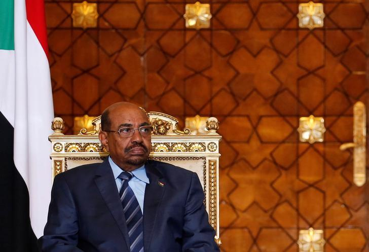 Sudanese President Omar Hassan al-Bashir attends during signing of agreements ceremony with Egypt's President Abdel Fattah al-Sisi (unseen) at the El-Thadiya presidential palace in Cairo, Egypt October 5, 2016. REUTERS/Amr Abdallah Dalsh